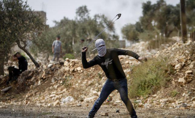 """צה""""ל והשב""""כ עצרו חשודים בפיגוע האבנים בבנימין"""