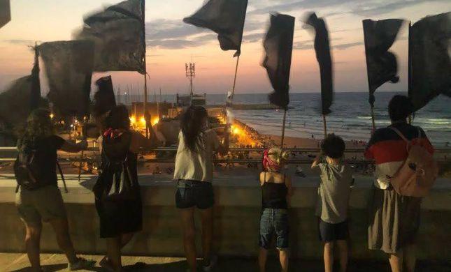 הדגלים השחורים מאיימים: נרדוף אתכם, נפגין מולכם