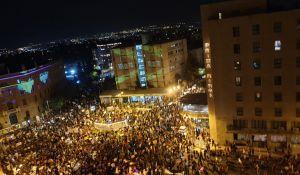 """חדשות, חדשות בארץ, מבזקים למרות הסגר: אלפים בהפגנה נגד רה""""מ בבלפור"""