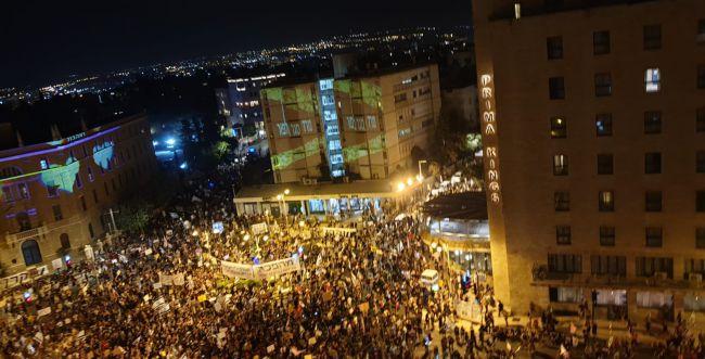 """למרות הסגר: אלפים בהפגנה נגד רה""""מ בבלפור"""