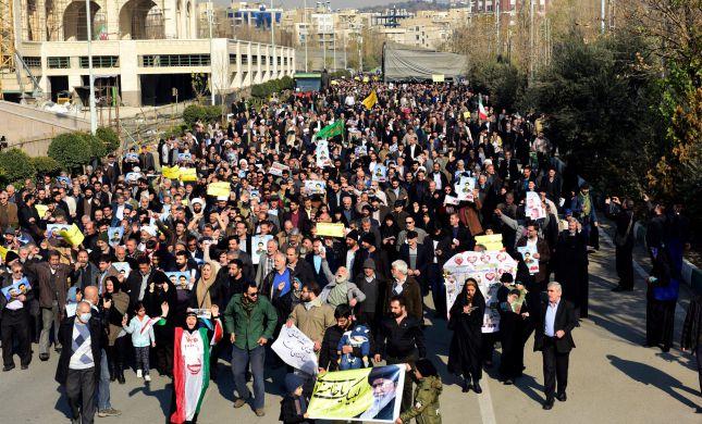 """דו""""ח אמנסטי: איראן עינתה והוציאה להורג מפגינים"""