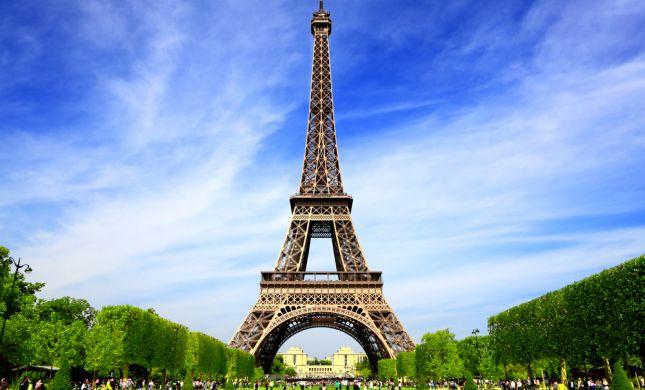 בהלה בצרפת: מגדל אייפל פונה בגלל התרעה על פצצה
