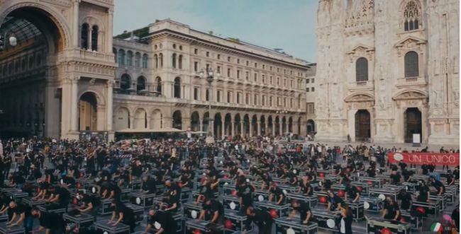 לא כמו בבלפור: כך מפגינים באיטליה בקורונה. צפו