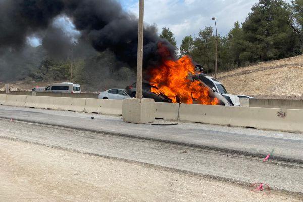 תאונת שרשרת בכביש 6; הרכבים התחילו לבעור