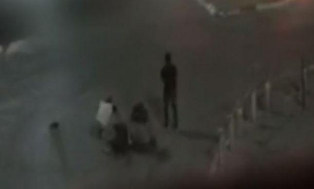 תיעוד: מסתערבים נחשפים ומתנפלים על מחבל. צפו