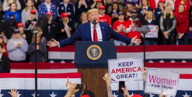 """טראמפ באירוע ראשון מאז שנדבק: """"מרגיש חזק"""""""