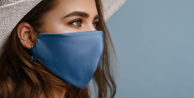 חובבות אופנה בעולם מדגימות סטייל עם מסכה