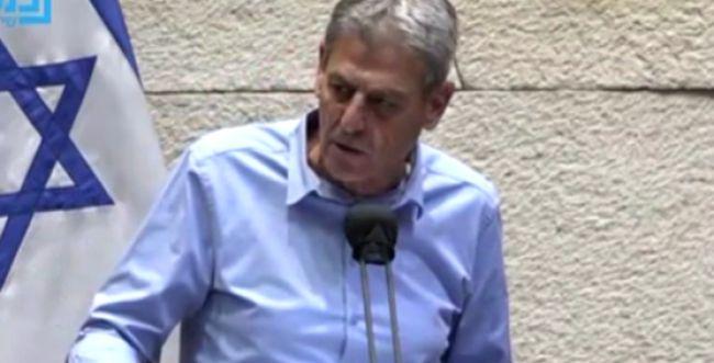 """צפו; רם בן ברק בנאום חריף: """"ממתי קיבוצניק זו קללה?"""""""