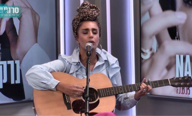 לייב בסרוגים: נרקיס בביצוע לשיר שכתבה על גוש קטיף