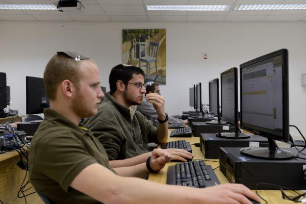 קורס חדש יכשיר צעירים לעבודה בחברות טכנולוגיה