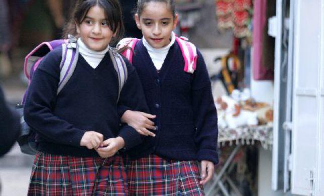 הסדרה גוסיפ גירל גורמת לנו לתהות בעניין התלבושת האחידה בישראל