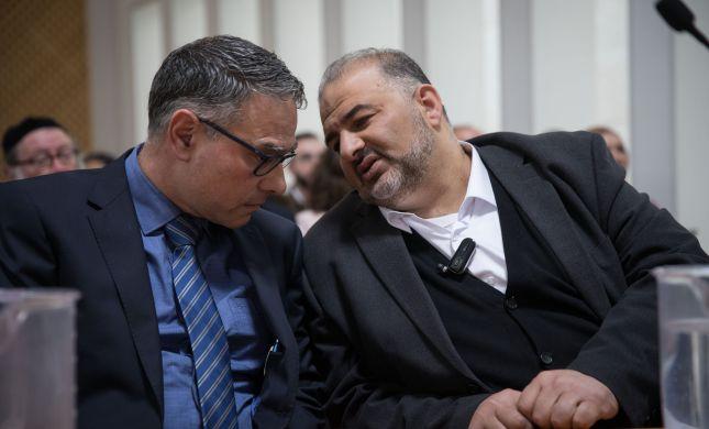 """עבאס חשף עם מי הוא עובד: """"אין לנו הסכם עם נתניהו"""""""