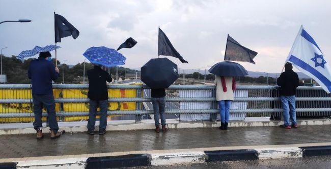 """הפגנות נגד נתניהו: """"תומכי ראש הממשלה זרקו אבן"""""""