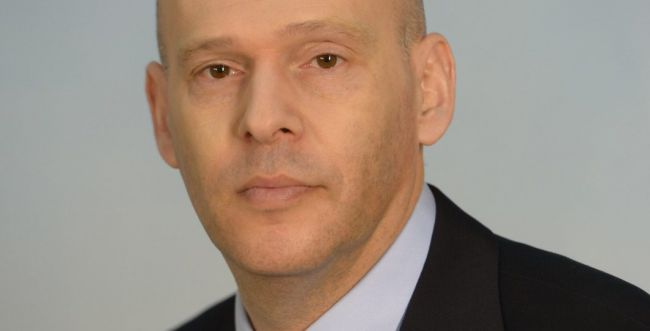 פרקליט המדינה עם קופה של שרצים