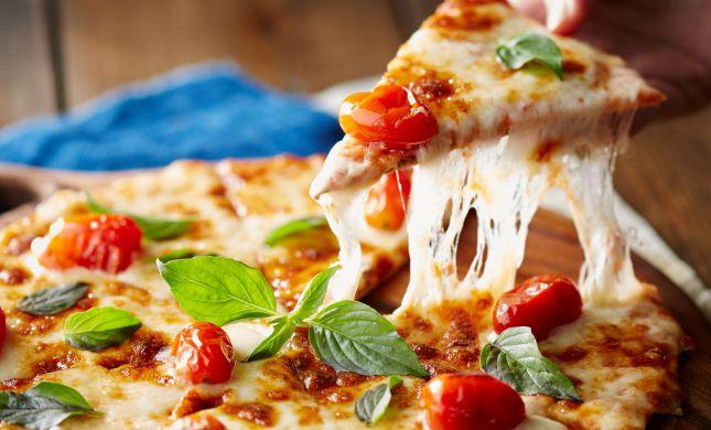 לתקתק ארוחה: כך תכינו פיצה ב-10 דקות
