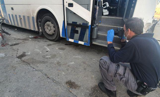 אוטובוס דרס פועלים פלסטינים ליד קבר רחל