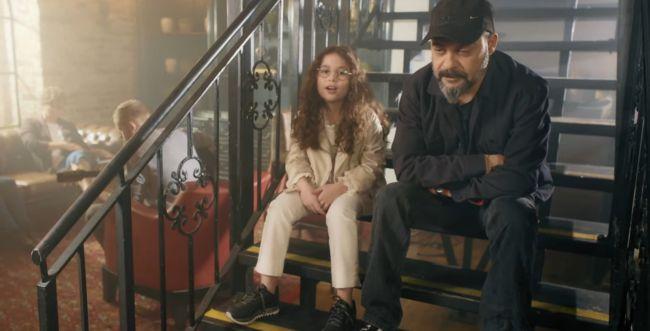 צפו: עמיר בניון ובתו בקליפ עם המשפחות השכולות