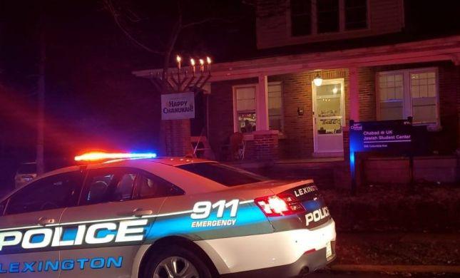 """אנטישמיות בארה""""ב: אדם הותקף במהלך הדלקת נרות"""