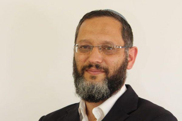 הרב בראלי: זה מי שאסור לו להתפלל במניין בקורונה