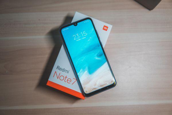 אחרי אפל: חברה נוספת לא תכלול מטען לטלפון בקופסה