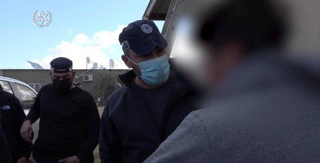 צפו: מעצר הנער הבדואי שחילל מצבות בבית הקברות