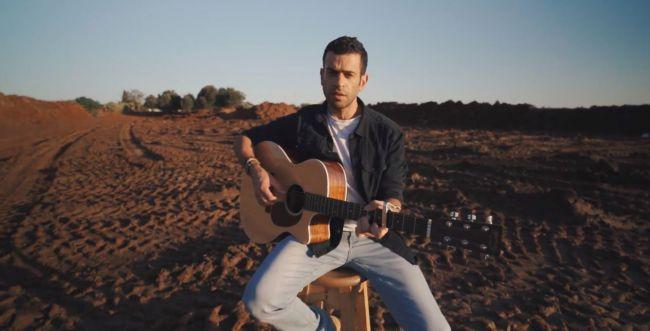 17 שנה לאחר פטירת אביו: המוזיקאי הסרוג בשיר לזכרו