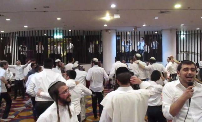 בלי מחיצות: חרדים וסרוגים רוקדים יחד במלונית קורונה