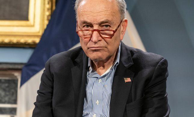 מנהיג הדמוקרטים בסנאט קורא להדחת טראמפ
