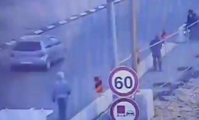 הפיגוע בגוש עציון: המחבל רץ, שלף סכין וחוסל. צפו בתיעוד