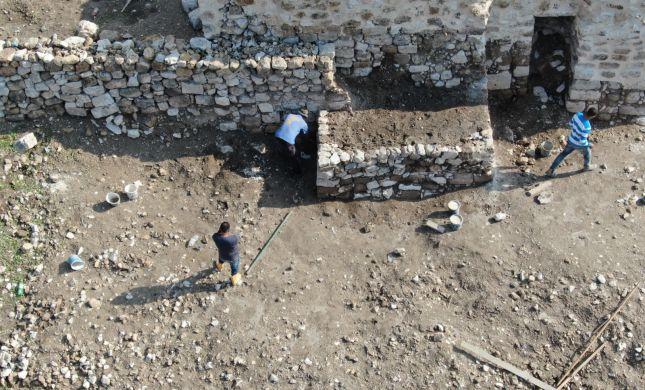 ההשתלטות הפלסטינית: הפכו אתר ארכיאולוגי - לבית