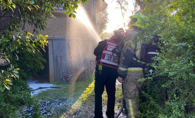 שריפה פרצה בבית בשרון, שני פצועים במקום