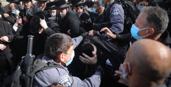 אסור שהמשטרה תהיה בת ערובה ותשרת עיתונאים