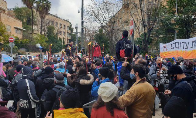"""המחאה נגד רה""""מ ממשיכה: """"מתרפס בפני החרדים"""""""