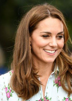 קייט מידלטון שוברת את קוד הלבוש בהלווית הנסיך פיליפ