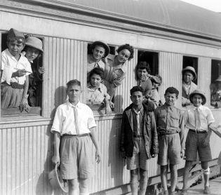 """ארץ ישראל יפה, טיולים היום בהיסטוריה: י""""ג באדר – ילדי טהרן עולים לארץ"""