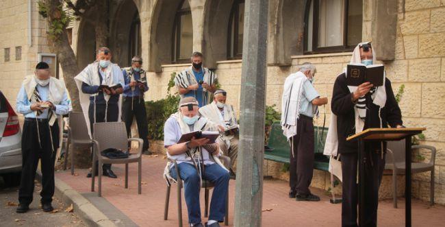 בפנים, בחוץ ומחלימים: זה מתווה בתי הכנסת המלא