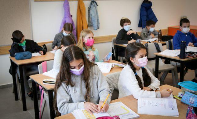 תלמידי ז'-י' חוזרים לכיתה; שנת הלימודים תוארך בחודש
