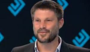 חדשות טלוויזיה, טלוויזיה ורדיו, מבזקים צפו: בצלאל סמוטריץ' נשנק מבכי באמצע ראיון