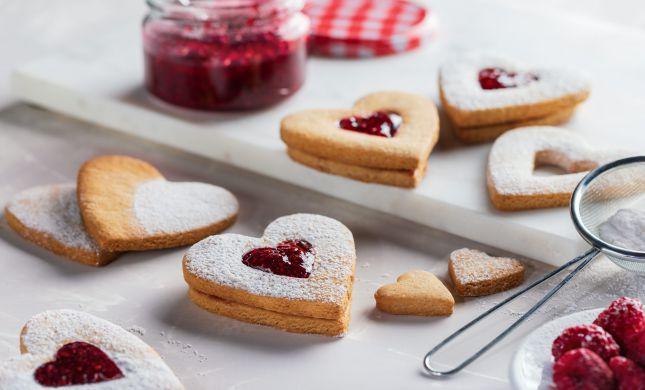 אופים אהבה: מתכון פשוט לעוגיות ריבה מתוקות