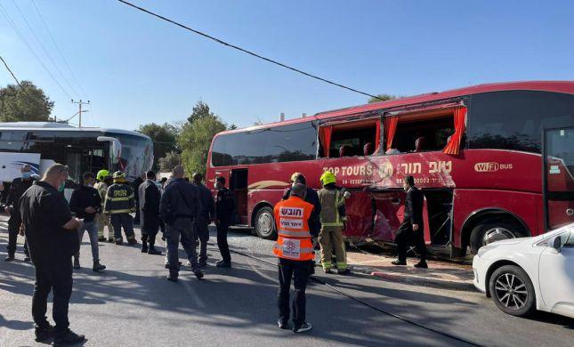 10 נפגעים בתאונת דרכים בין שני אוטובוסים בערד