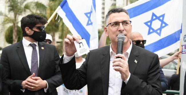 """סער: """"אני קורא לנתניהו: זוז הצידה, שחרר את ישראל"""""""