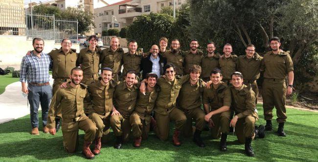 """20 חיילים בודדים בישיבה אחת התגייסו לצה""""ל"""