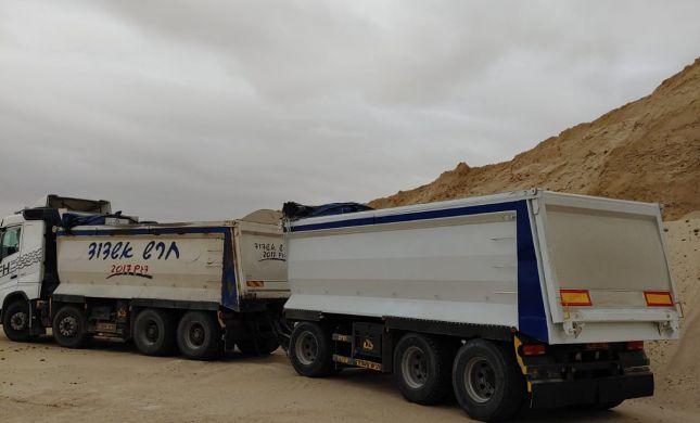 צפו: מרדף אחרי משאיות שגנבו חול במיליונים