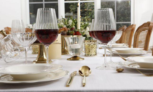 לקראת חג הפסח: המשביר עושים סדר בשולחן