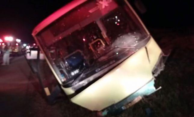 אוטובוס התהפך בדרום הר חברון; נהג רכב נהרג
