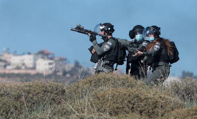"""נערי גבעות ירו זיקוקים וזרקו אבנים לעבר כוחות מג""""ב"""