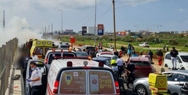 """נמלט מהשוטרים על 148 קמ""""ש ופגע במספר כלי רכב"""