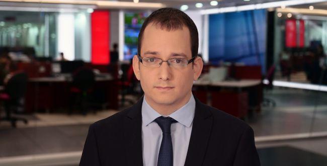 מזל טוב: כתב חדשות 12 חובק תאומים
