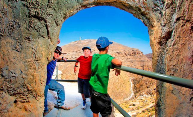 חול המועד פסח: חוגגים בספר המדבר של גוש עציון