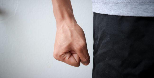כתב אישום נגד אדם שתקף את אשתו וגרם לה לחבלות